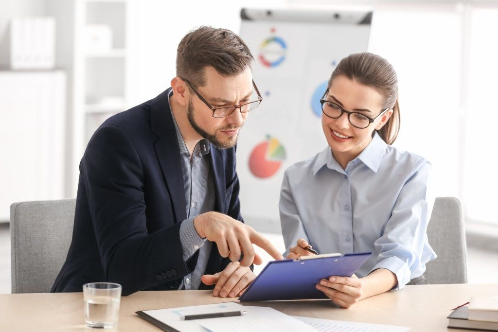 Manager consulting an employee