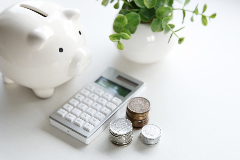 piggybank, coins, and calculator